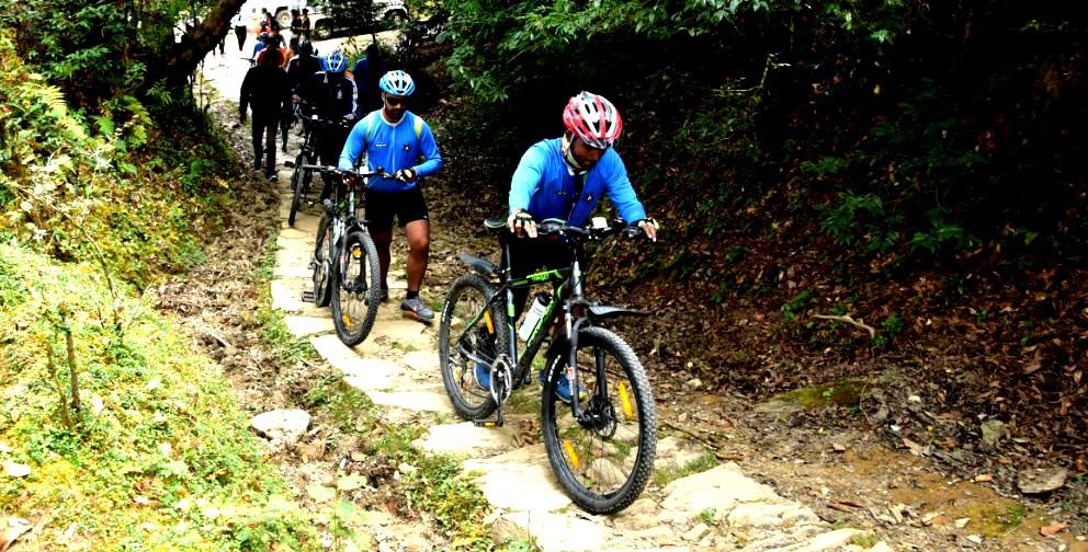 cycling in chopta tungnath , uttarakhand.